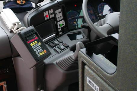 長距離高速バスの運転席