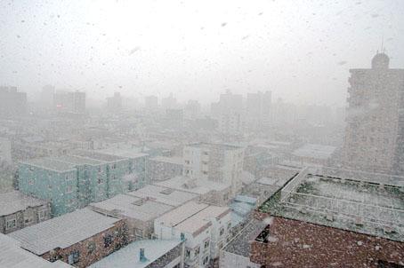 雪降る札幌の町