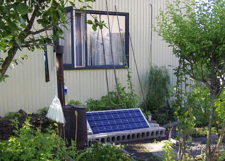 ソーラーパネルを地面に設置